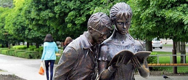 Памятник Шурику и Лидочке Краснодар