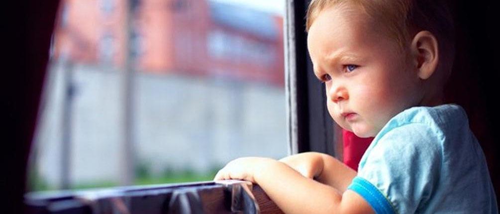 Правила проезда на поезде с ребёнком: в каких случаях нужно оформлять билет, когда ребёнка можно везти бесплатно?