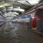 Поезд «Смена — А. Бетанкур» на перроне Ленинградского вокзала