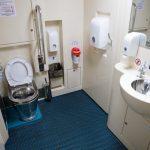 Интерьер туалета для людей с ограниченными возможностями