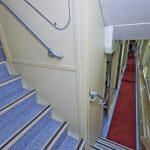Коридор 1 этажа и лестница